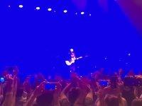 Travis'in Konserinde Dağlar Dağlar Şarkısının Söylenmesi