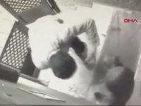 Kadıköy'de Köpeğe Şiddet Uygulayan Adamın Yakalanması