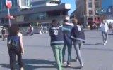 Tacizcisine Tokatlı Tepki Gösteren Kadın  Taksim