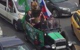 Trafikte Seyreden Ayı  Rusya