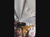 Hindistan Hava Yolları Uçağının Camının Çıkması