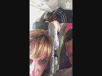 Uçakta Yolculara Aldırış Etmeden İlşkiye Giren Çift (+18)