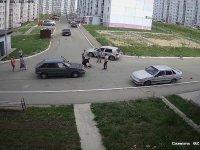 Bisikletle Köşeyi Dönmeye Çalışan Çocuğun Dikkatsizliği