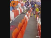 Japon Taraftarların Maç Sonunda Çöpleri Toplaması