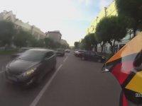 Peşine Polisleri Takıp Kovalamaca Oynayan Motosikletli