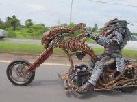Film Karakterine Kendini Kaptırmış Motosikletli