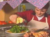 Alpay Özalan'ın Salataya Limon Yerine Elma Sıkması