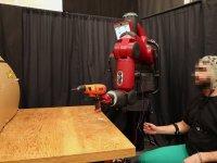 Beyin ve Kaslar İle Hareket Ettirilen Robot