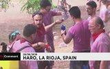 Üzüm Bağlarında Şarap Banyosu Yapan İspanyollar