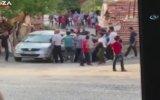 Mahalleli Tarafından Tekme Tokat Dövülen Sürücü