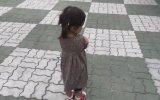 Babasına Küsemeyen Küçük Kız