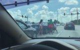 Florida Trafiğinde Kadınların Kavga Etmesi
