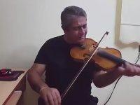 Yürekten Türkü Söyleyen Kemancı Mızrap Dayı