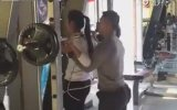 Erkek Fitness Hocasının Dayayıp Kaldırarak Eğitmesi