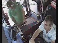 Otobüste Şoför İle Yolcunun Tekme Tokat Kavgası