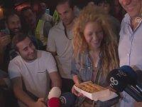 Shakira'yı Baklava ile Karşılamak