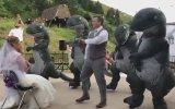 Damat ve Arkadaşlarının Dinozor Dansı