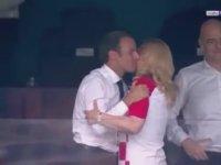 Emanuel Macron'un Hırvatistan Cumhurbaşkanını Öpmesi