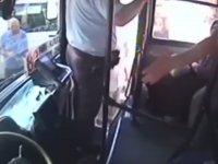 Otobüste Mini Etekli Kız Varsa Şoför Kaza Yapar