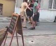 Kadıköy'de Mahalleliye Saldıran Sarhoş ve Cins Adam