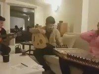 Mustafa Ceceli ile İntizar'ın Birlikte Şarkı Söylemesi