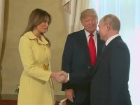 Putin'le Tokalaştıktan Sonra Triplere Giren Melania Trump