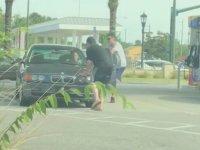 Yoldaki Öfkeyi Benzin İstasyonuna Taşıyan Sürücüler
