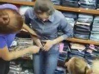 Üstü Üste Kot Pantolon Giyip Çalmaya Çalışan Kıza Tokat Yağmuru