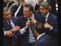 Alpay Özalan'ın Meclisteki İlk Kavgası