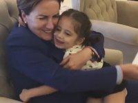 Meral Anne ile Sevimli Kız Çocuğu Arasındaki Sevgi Patlaması