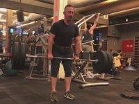Cem Yılmaz'ın 100 Kilogram Ağırlık Kaldırması