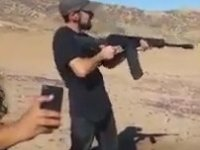 Silahla Atış Sonrasında Sırtı Kabaran Adam