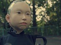 Çocuk Yüzlü Robot