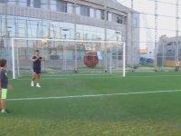 Oğluna Futbol Dersi Veren Emre Belözoğlu