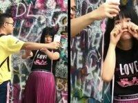 Erkek Arkadaşını Selfie Çubuğu Gibi Kullanan Asyalı Kız