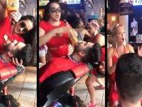 Kendini Şaplakçılardan Koruyan Barmen Kadın