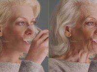 Yaşlı Kadını Gençleştiren Efekt Uzmanı