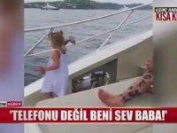 Babasının Telefonunu Denize Fırlatan Ufak Kız