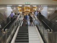 Metro İstasyonundaki Piyano Merdivenler