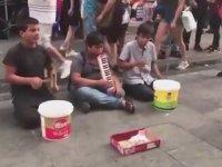 Sokak Müzisyenlerindenın Çav Bella Performansı
