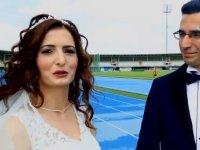 Düğün Fotoğraflarını Atletizm Sahasında Çektiren Gelin ve Damat