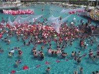 Otel Havuzuna 3000 Kişi Aynı Anda Girerse