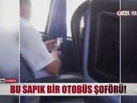Yolculara Aldırmadan Porno İzleyen Otobüs Şoförü