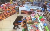 Market Sahibi Yokken Şeker Alan Küçük Kızın Duyarlı Davranışı