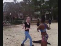 Siyah ve Beyazı Karşı Karşıya Getiren Kız Kavgası