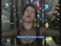 Hülya Avşar, Şampanya ile Türk Halkının Yeni Yılını Kutluyor! (1995)