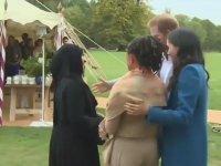 İngiliz Prensinin Müslüman Kadınla Selamlaşması