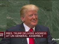 Trump ''Yönetimimde Acayip Geliştik'' Deyince Tüm Salonun Gülmesi