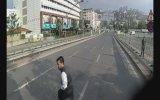 Yavru Kediyi Yolda Görünce İmdadına Yetişen İyi Yürekli Şoför