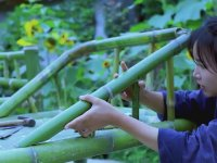 Bambudan Her Bir Şeyi Yapan Kadın
